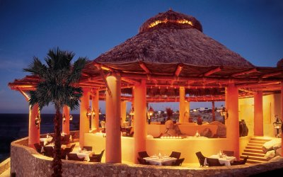 Outdoor restaurant dining