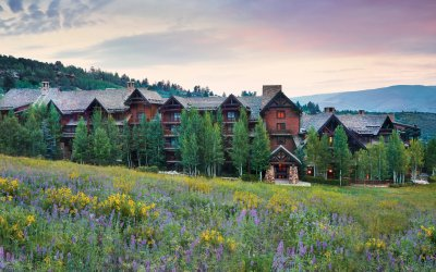 Exterior view of Timbers Bachelor Gulch during the summer