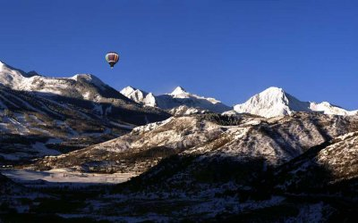 Hot air balloon with Snowmass Mountain in the background